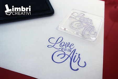 Love is in the air - Misura timbrata: 50*45 mm - 20 €